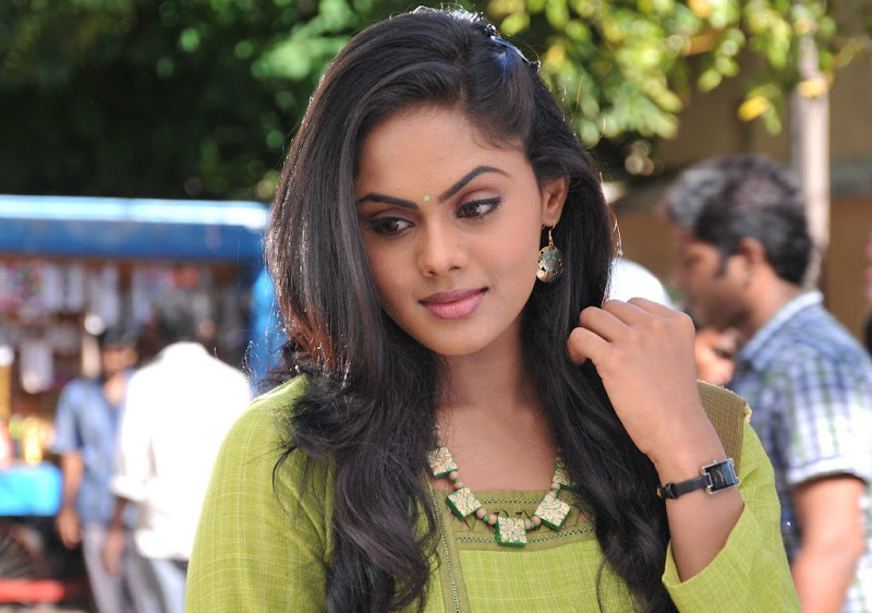 Karthika Latest Stills navel show