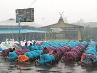 Subhanallah ! Berkah Hujan turun di tengah khusyuknya salat Istisqa di Riau