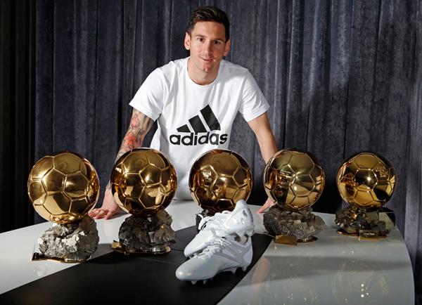 Leo Messi quinto Balón de Oro botas adidas Messi15 platino