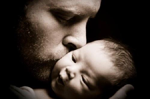 Photo bébé mimi et papa bisous