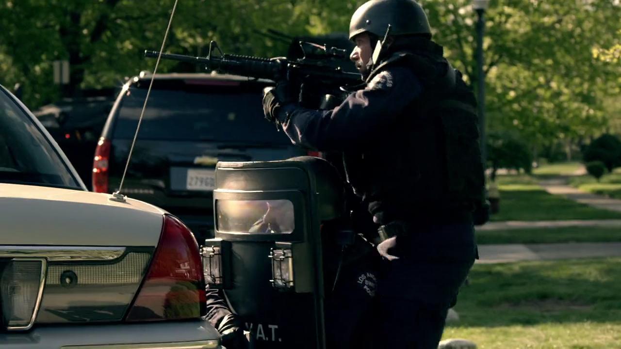 MovieScreenshots: S.W.A.T.: Firefight 2011