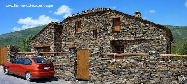 Casa de arquitectura negra en Majaelrayo, Guadalajara, Castilla La Mancha