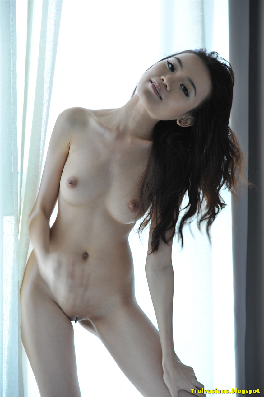 korean naked girl poses