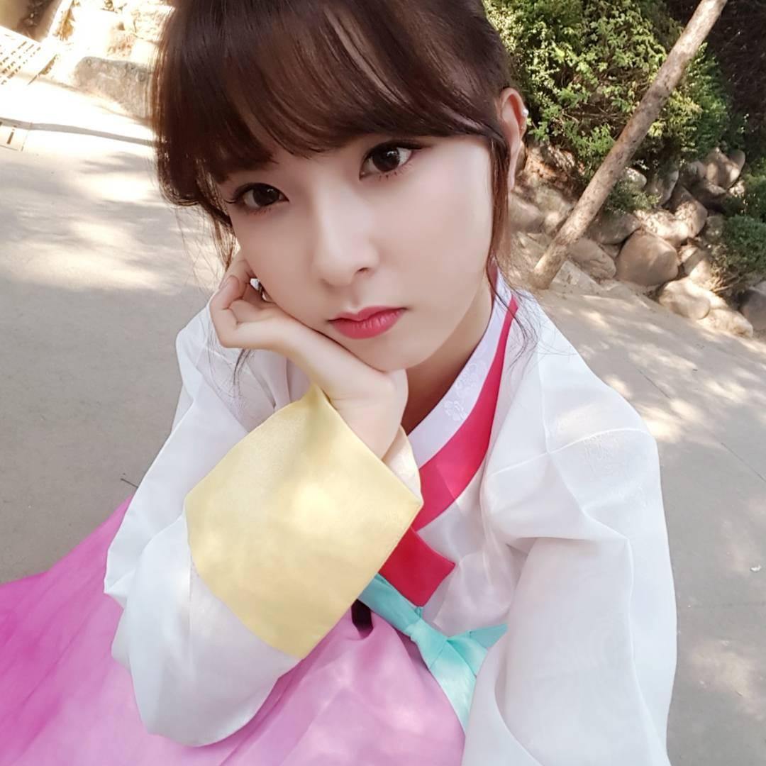 kpop girl group hyemi's wearing a korea traditional uniform hanbok