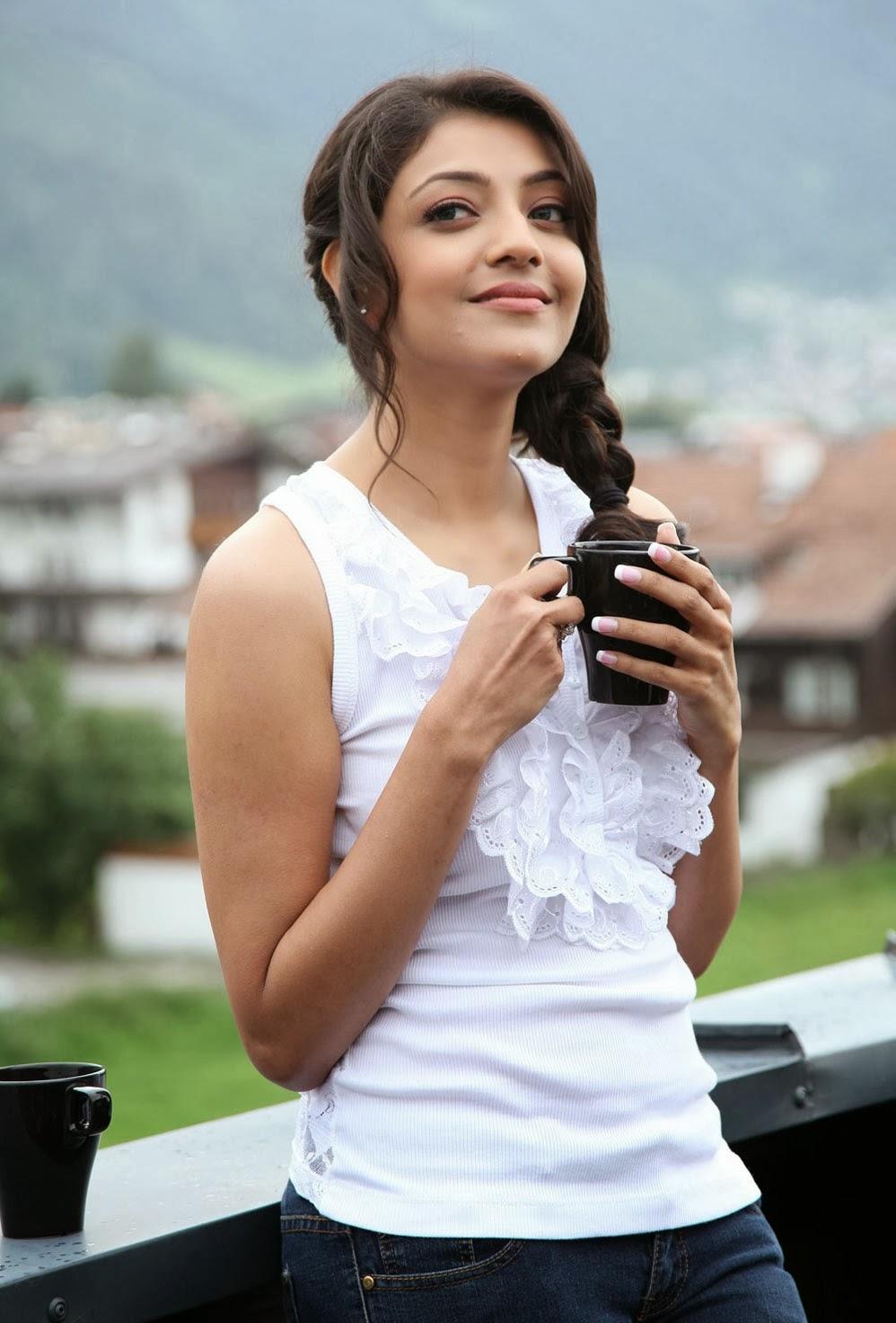 Kajal+Agarwal+Photo+In+White+Top+Dress003