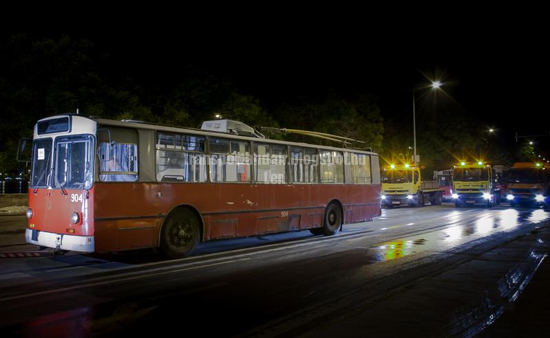 Forgalomból kivont,Ziu trolibusz az árvízi védekezésben,Budapesten. transportandair.blogspot.hu Len