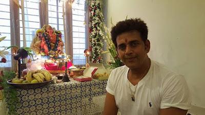 Ravi Kishan at home