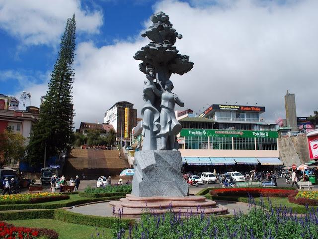 Statue next to Dalat market