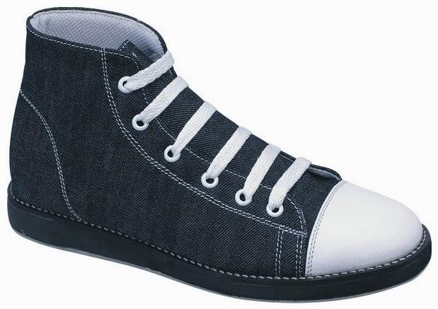 Sepatu: Sepatu Kets Hitam