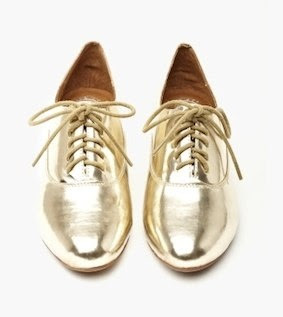 Vía Pinterest por http://www.luckymag.com/blogs/luckyrightnow/2012/12/Metallic-Oxfords