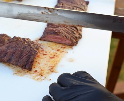 how to slice skirt steak
