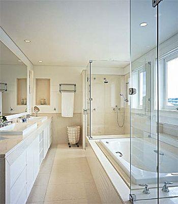 Banheiro      Banheiro-pequeno-com-banheira-7