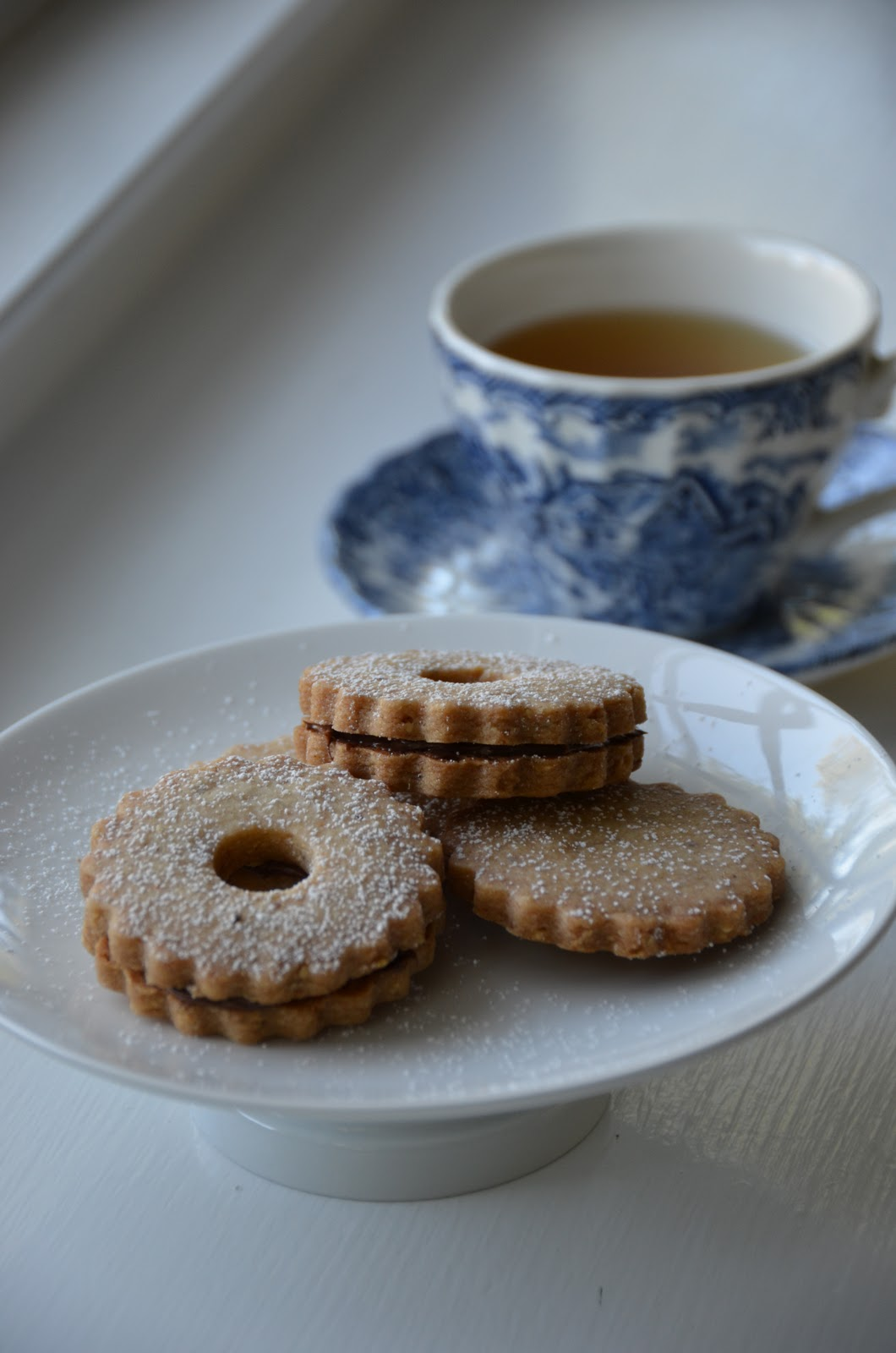 Playing with Flour: Hazelnut shortbread cookies