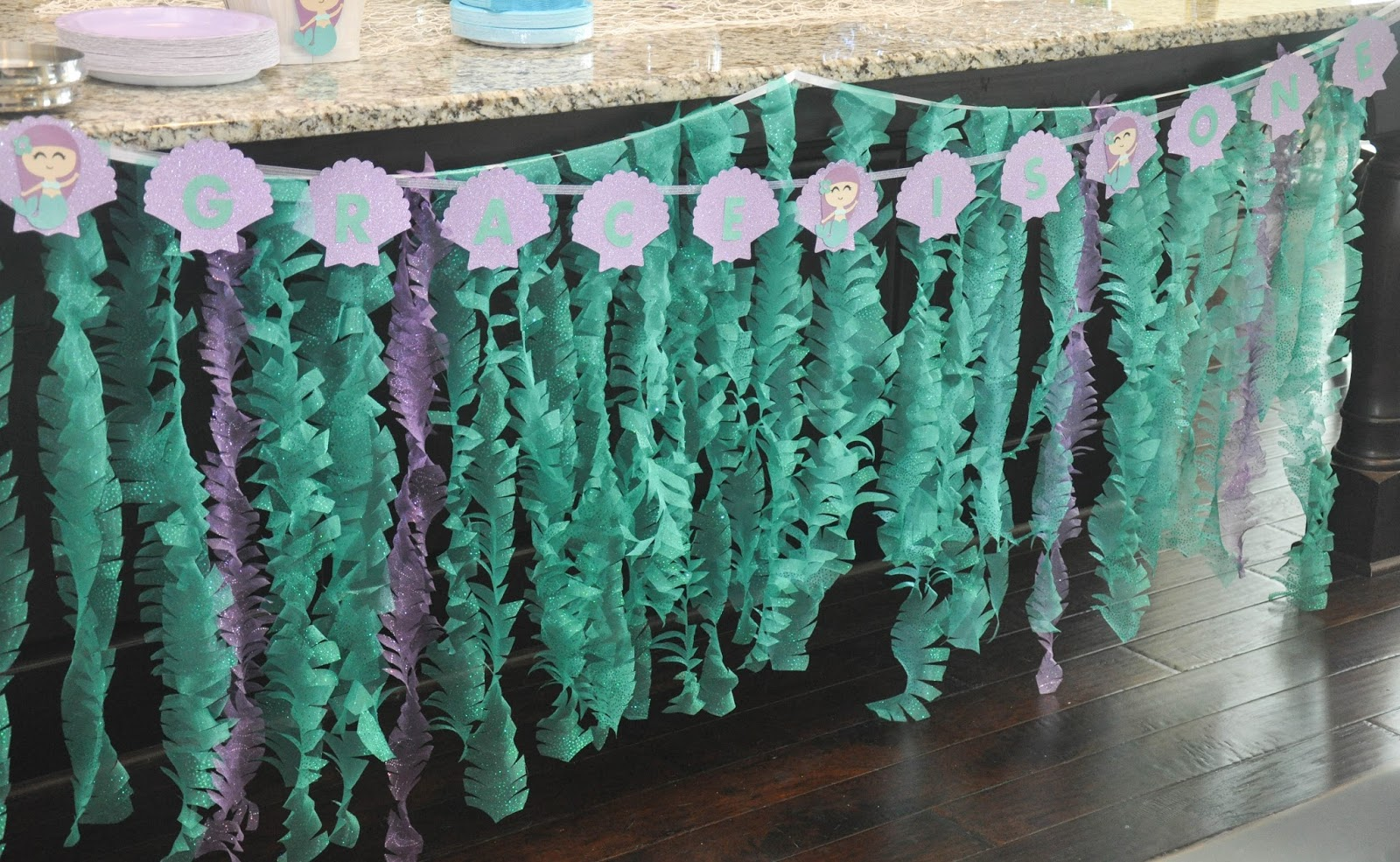 Diy Jellyfish Decorations These Little Loves Sparkly Mermaid Seaweed A Diy Party Decoration