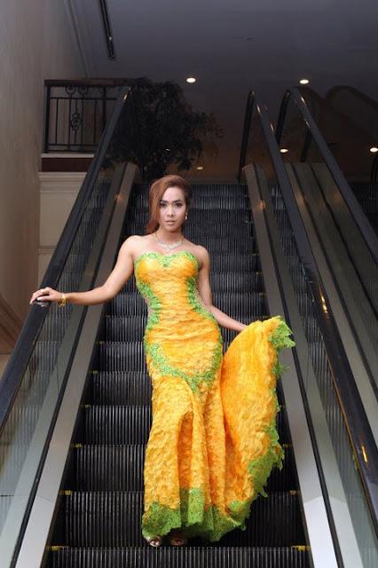 myanmar famous model moe hay ko