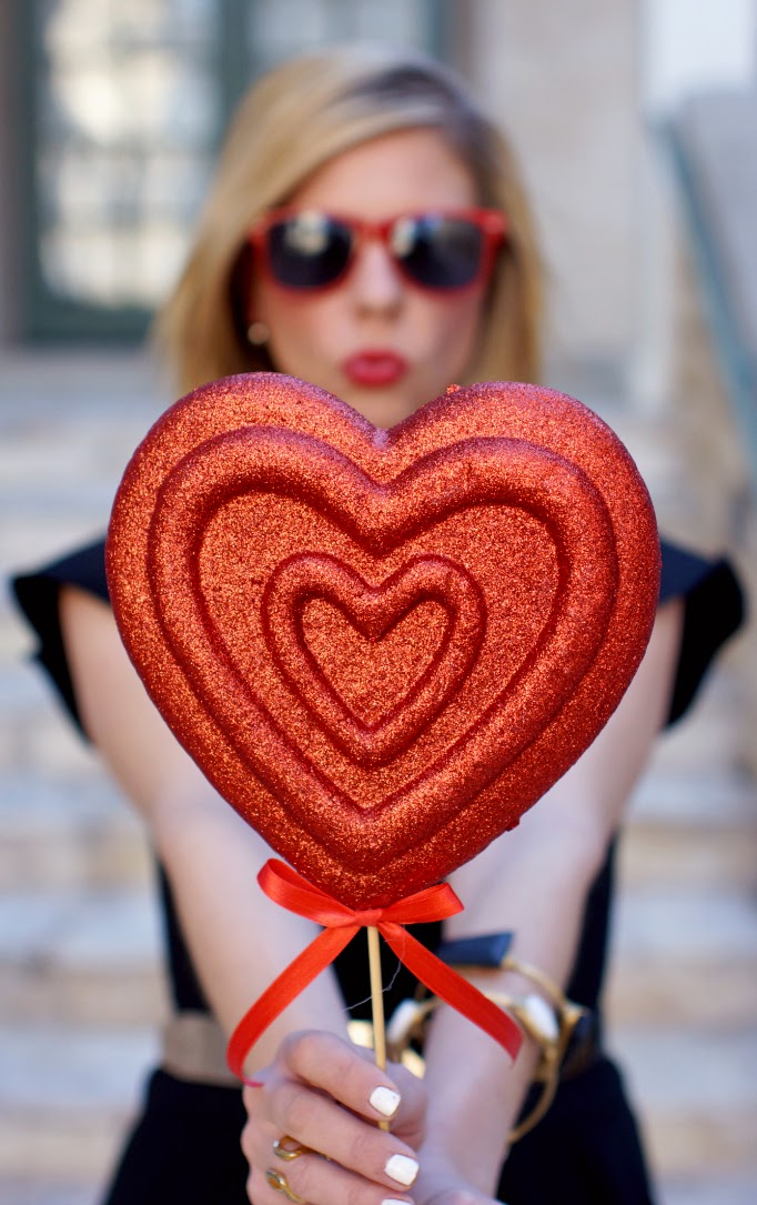 Valentne's Day Glitter Heart Photo Idea