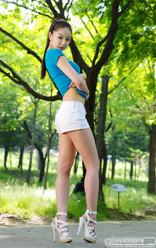 Lee Eun Seo - Sexy Outdoor Photoshoot