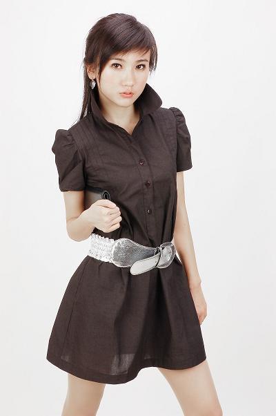 http://3.bp.blogspot.com/-RcVb2zzItng/ThNOBTGczJI/AAAAAAAAAiw/mw9NcOFwMIE/s1600/fashion%2Bclothes1.jpg