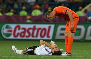 Gomez miss!
