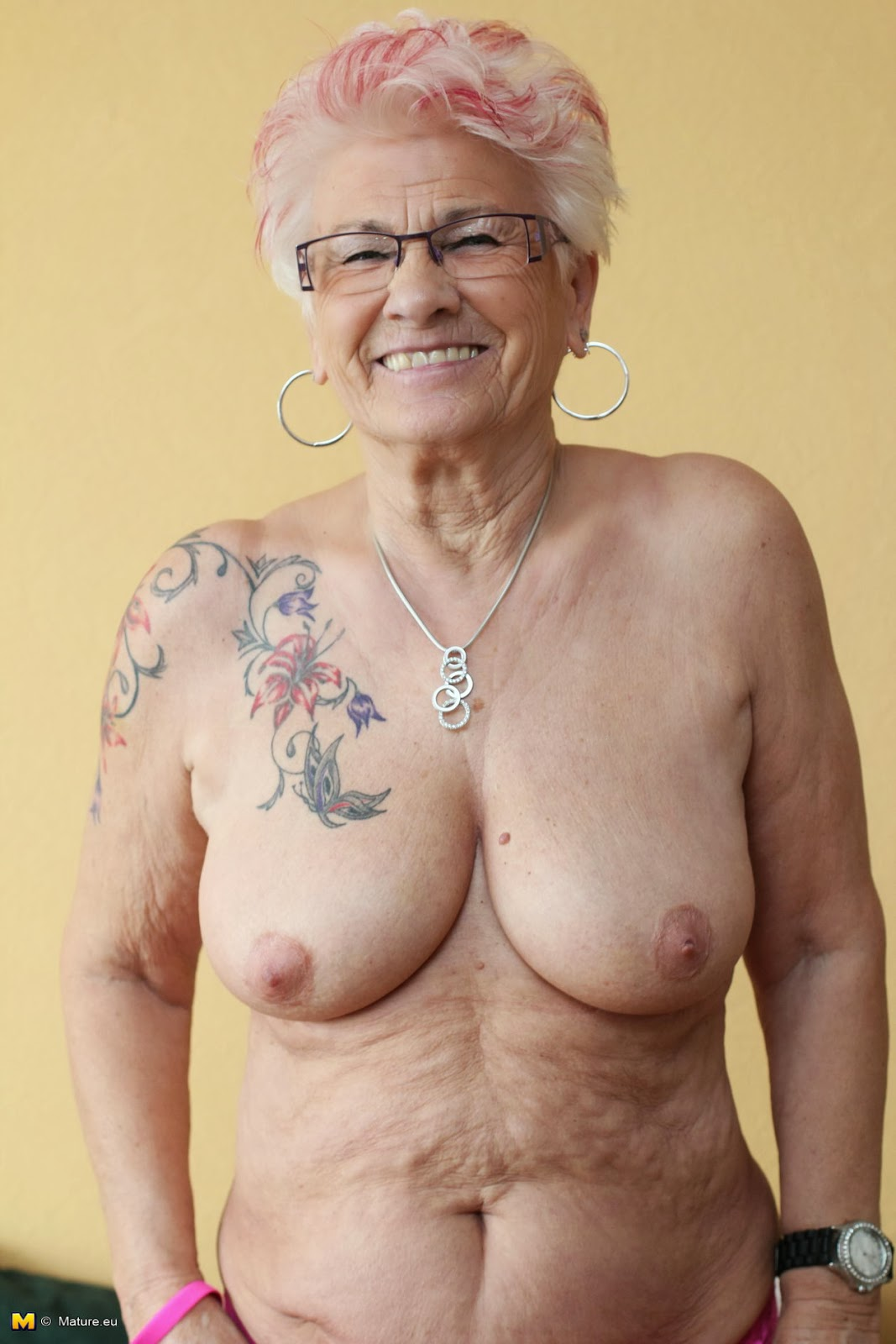 mature woman gets tattooed