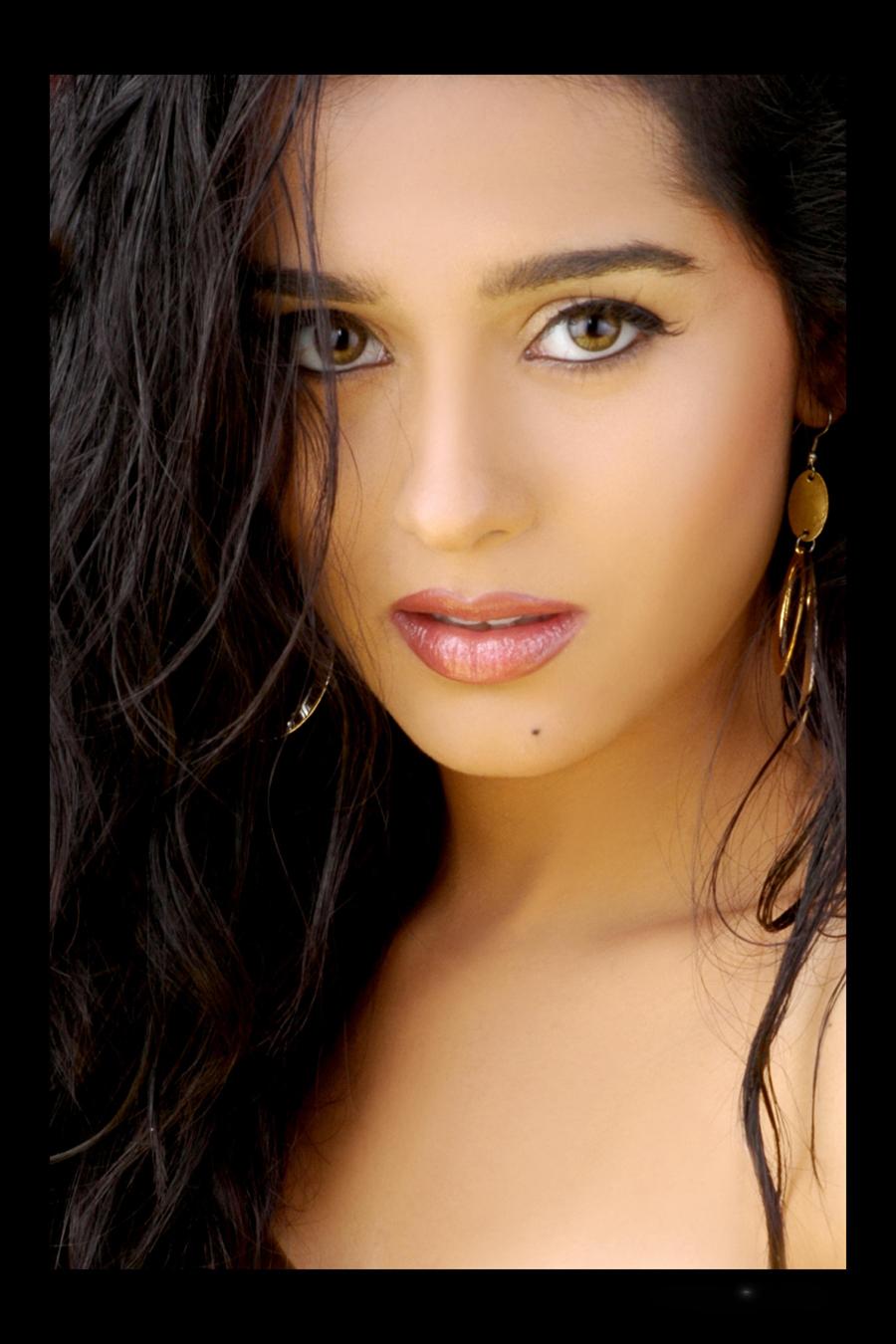 Amrita Rao Kiss Original Source Of Image