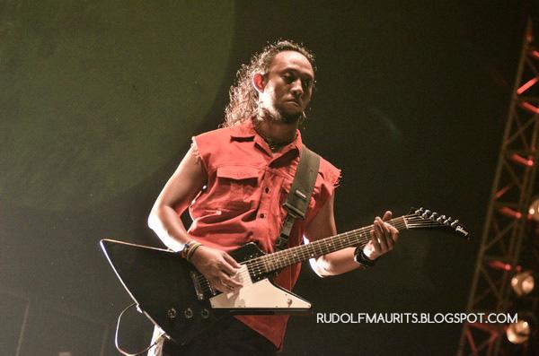 Eben Burgerkill tampil bersama Burgerkill di Bandung Berisik 2013