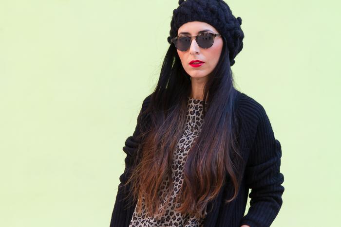 Look comodo con vestido de estampado leopardo de Mango y bolso Alexa de Mulberry