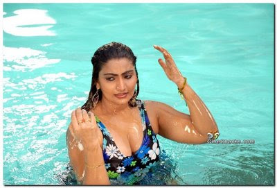 Indian Girls in Water Photos Showing Boobs