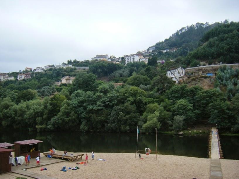 Vista da Praia Fluvial e Penacova