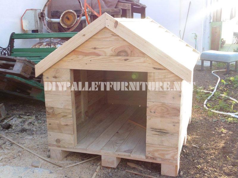 Casita de perro construida con palets - Casas para perros con palets ...