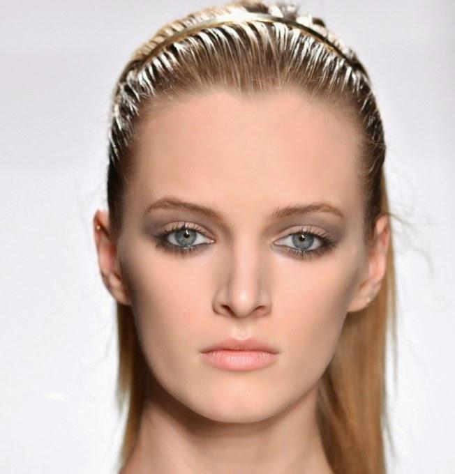 11 gemakkelijke 2-minuten-kapsels FASHION & BEAUTY  - simpele kapsels lang haar