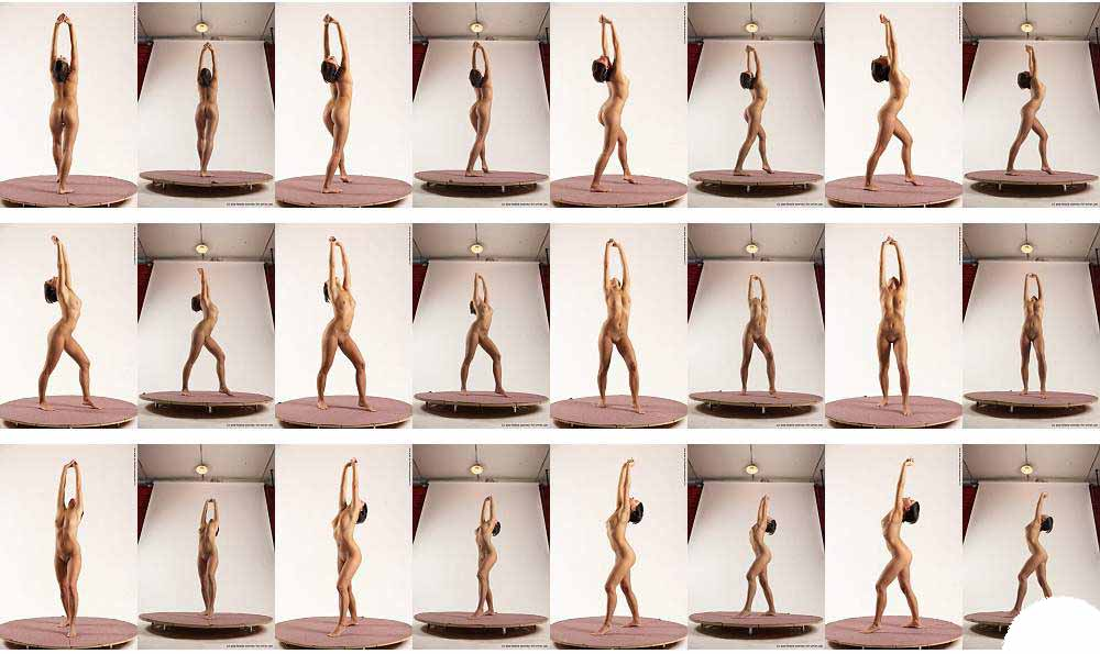 Женщины в позе голые