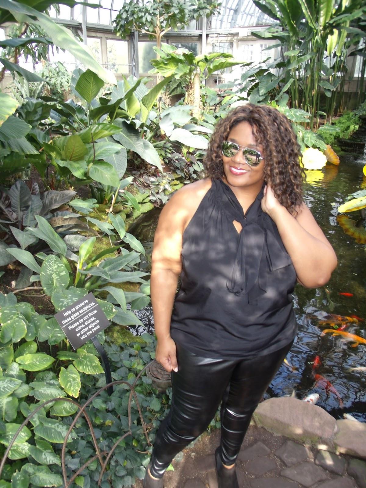 http://3.bp.blogspot.com/-Rd7B4YMBX_I/UUHnTpUUA_I/AAAAAAAAPAo/bI-N_UW_fEA/s1600/Celebrity+Style+Curvatude+Gwyneth+Palthrow+leather+pants.jpg