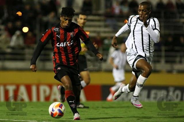 Bragantino é premiado pelo futebol e vence o Vitória de virada