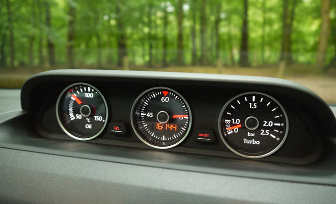 2013 VW Beetle Cabriolet sports gauges