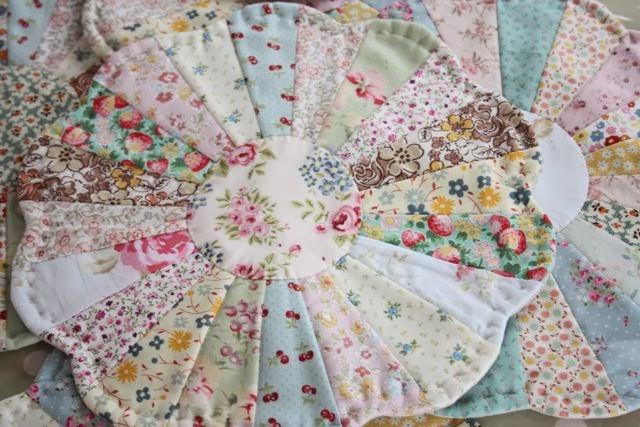 Tutoriales de patchwork dresden plates como manteles for Manteles individuales de tela