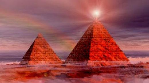 Pirámides del mundo transmiten energía hacia la misteriosa nube del espacio