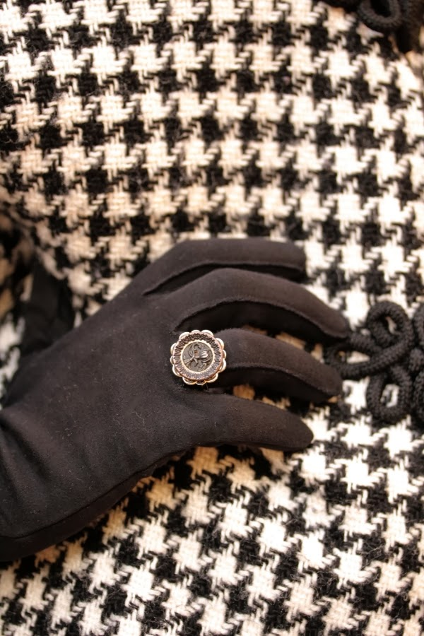 Antique Ring Detail #vintage #ring #gloves #antique