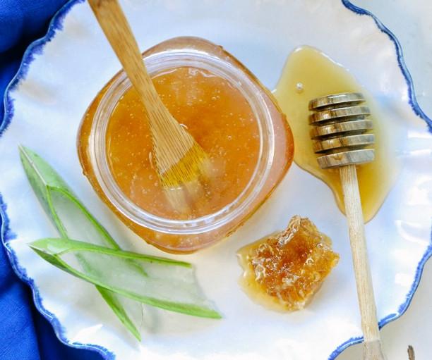 Cách làm sữa rửa mặt tự chế bằng mật ong và lô hội