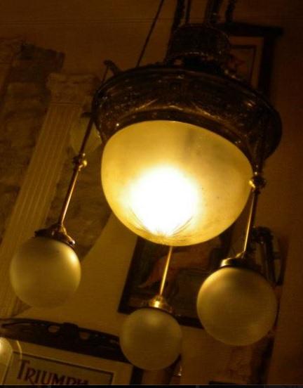 Una de las lámparas