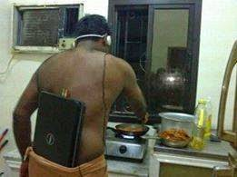 Foto DP lucu masak laptop