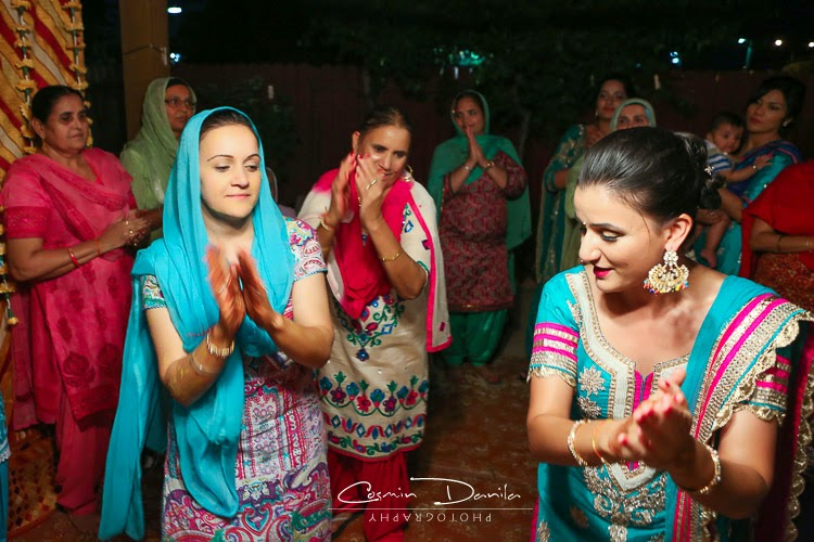 Before The Choora Ceremony Some Moonlight Dancing Occurs Wedding Bangles