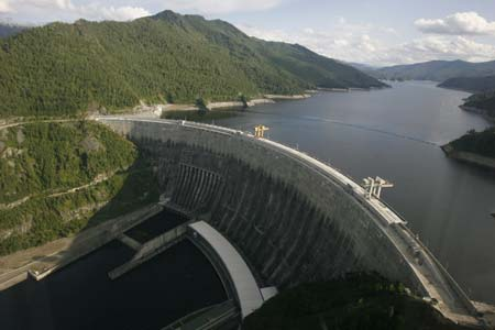 The maximum depth of the yenisei river is 80 feet (24 m) and the