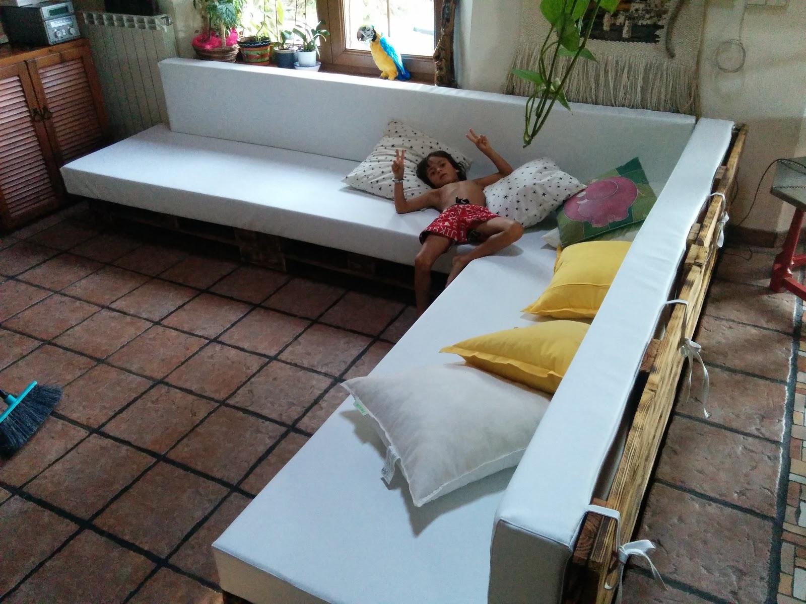 Permacultura autosuficiencia y tecnolog a muebles con palets for Sofa exterior con palets