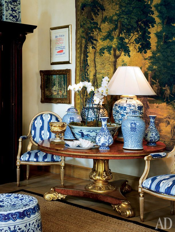 Chinoiserie chic blue and white for Decorating with blue and white pottery