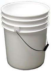 balde blanco de plástico, balde plástico blanco, balde de plástico blanco, balde de color blanco, un balde mediano, un balde limpio, balde nuevo