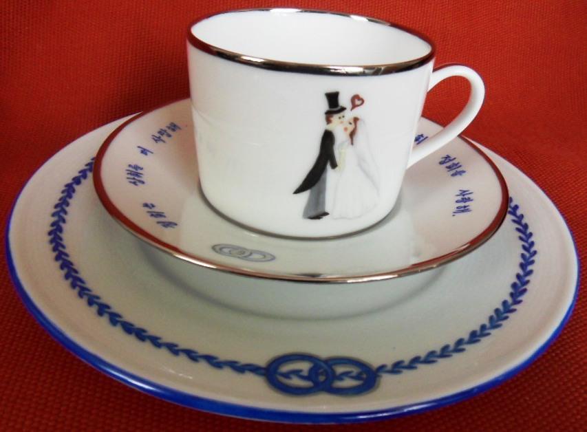 peinture sur porcelaine tasses pour cadeau de mariage. Black Bedroom Furniture Sets. Home Design Ideas