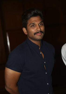 Allu Arjun at Rudramadevi Success Meet