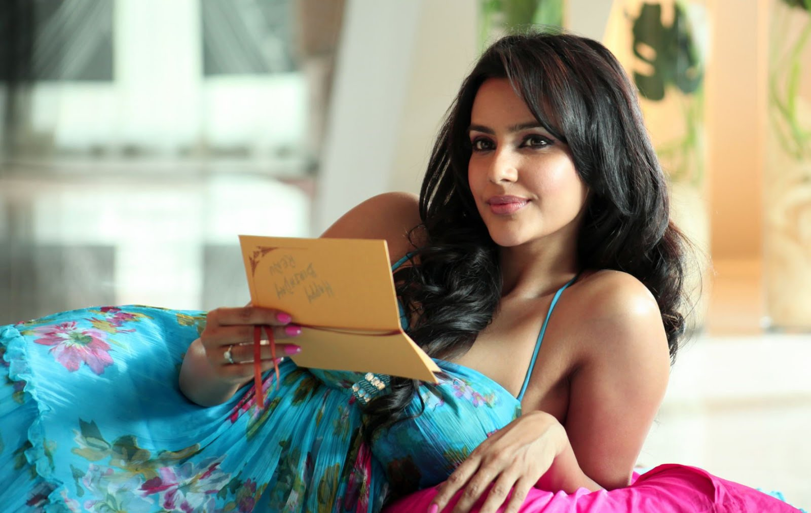 Brahmin Beauty BF gets upset as she gone topless