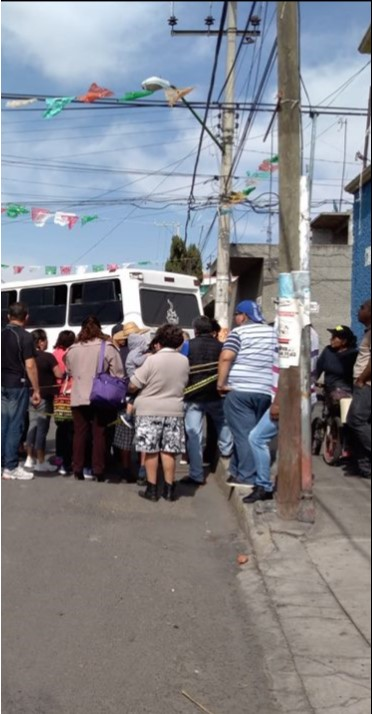 Vecinos de Tláhuac le gritaron al alcalde que ya se ponga a trabajar